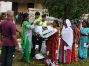 Oxfam India, through its DRR support, distributed shelter and hygiene kits to people in Kerala.