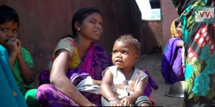No place to go. Pregnant women in Jharkhand get check-up done in open field