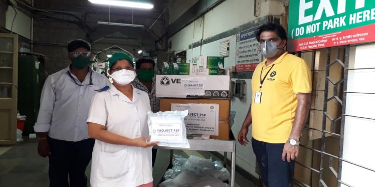 Distribution of PPE Kits by Oxfam India to KEM Hospital in Mumbai