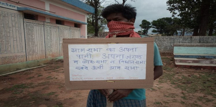 Forest dwellers in Chhattisgarh demanding the distribution of CFR titles in the state