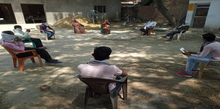 SMC meeting in Ekauna, Raebareli while maintaining physical distancing norms