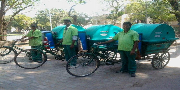 Chintan-trained doorstep waste collectors