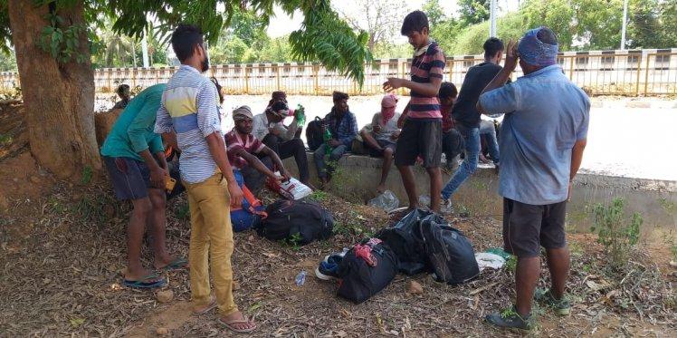 Migrants take a break at the AP-Odisha border near our Pathik van