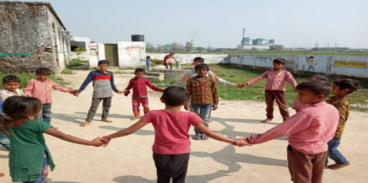 A group of children playing in Oxfam India's intervention area, Balrampur